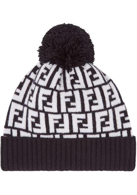 berretto con motivo FF Fendi in lana nera e bianca con pompon FENDI | Cappelli | FXQ056-A40JF0ZE7