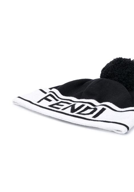 Berretto bianco e nero in cotone e lana con pompon FENDI | Cappelli | FXQ056-ACHRF0ZE7