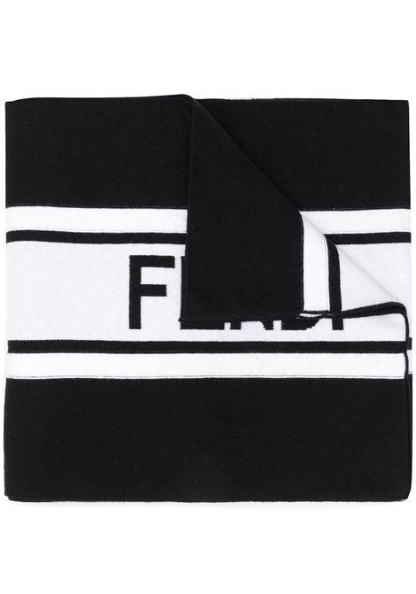Sciarpa con logo Fendi a righe bianche e nere in cotone e lana FENDI | Sciarpe e foulards | FXS124-ACHRF0ZE7