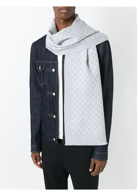 sciarpa sfrangiata reversibile grigio/panna in 100% lana con trama Gucci GUCCI | Sciarpe e foulards | 391246-4G2001477