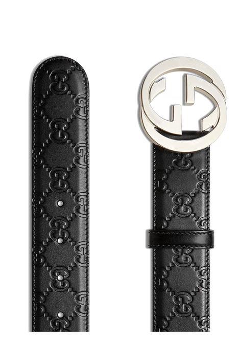 cintura in pelle di vitello nera con logo goffrat da 4 cm con fibbia GG argento GUCCI | Cinture | 411924-CWC1N1000