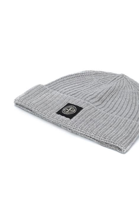 Berretto 100% lana grigia con lavorazione a coste STONE ISLAND | Cappelli | 7315N10B5V0061
