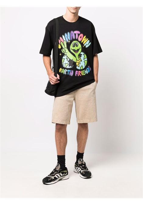 T-shirt nera con stampa grafica in cotone CHINATOWN MARKET | T-shirt | 1990475-EARTH FRIENDSBLACK