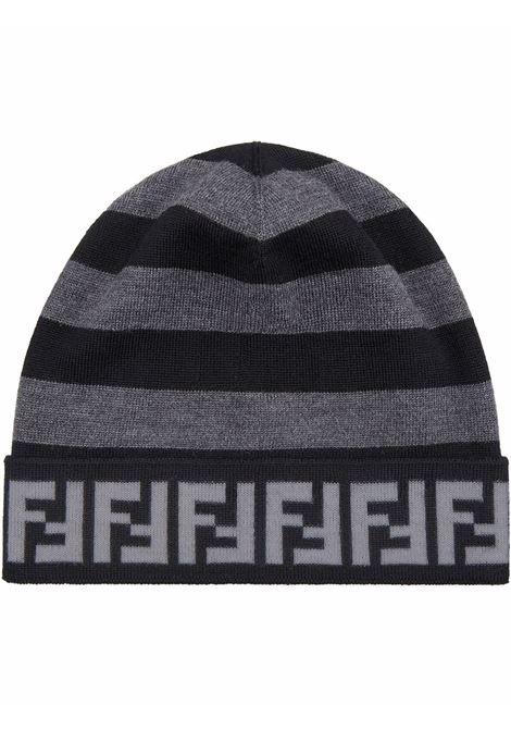 Berretto in lana con motivo FF nero e grigio con riga Pequin FENDI | Cappelli | FXQ056-AH84F13C0