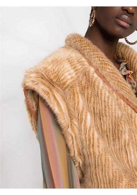 Gilet in eco-pelliccia beige con chiusura decentrata con bottoni FORTE_FORTE | Gilet | 8601NATURALE