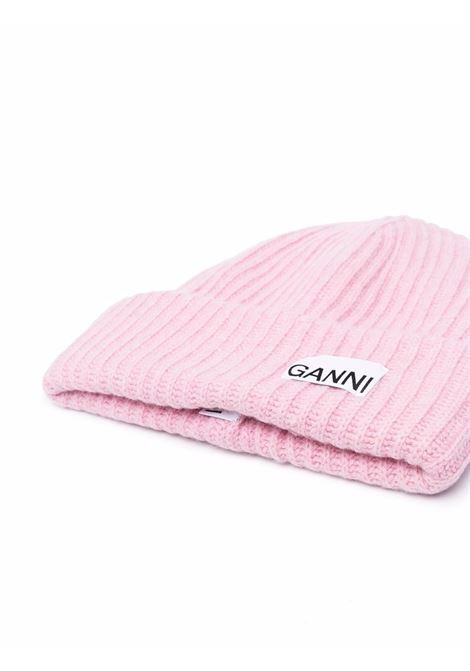 berretto rosa in maglia di lana riciclata a coste con logo Ganni GANNI | Cappelli | A3531478