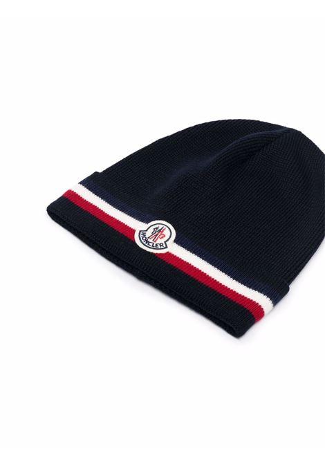 berretto in maglia di lana vergine blu con logo Moncler rosso e bianco MONCLER | Cappelli | 3B000-28-A9575742