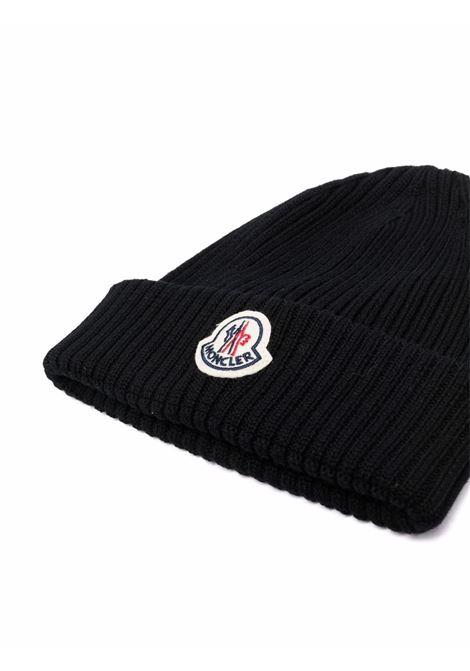 berretto nero in maglia a coste in lana vergine MONCLER | Cappelli | 3B000-29-A9576999