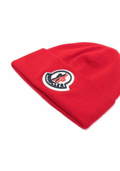 Berretto rosso in lana vergine con logo Moncler MONCLER | Cappelli | 3B000-51-A9526455