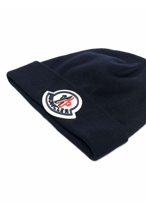 Berretto blu navy in lana vergine con logo Moncler MONCLER | Cappelli | 3B000-51-A9526742