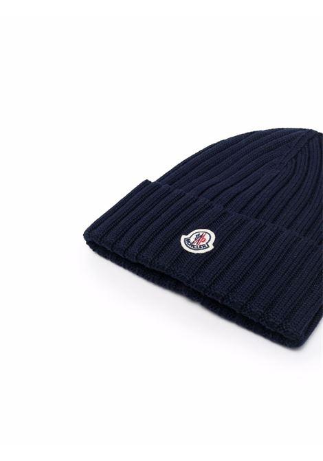 Berretto in maglia a coste in lana vergine blu navy MONCLER | Cappelli | 3B000-52-A9327778