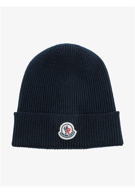 berretto in lana vergine nera con lavorazione a coste fini MONCLER | Cappelli | 3B705-00-A9342742