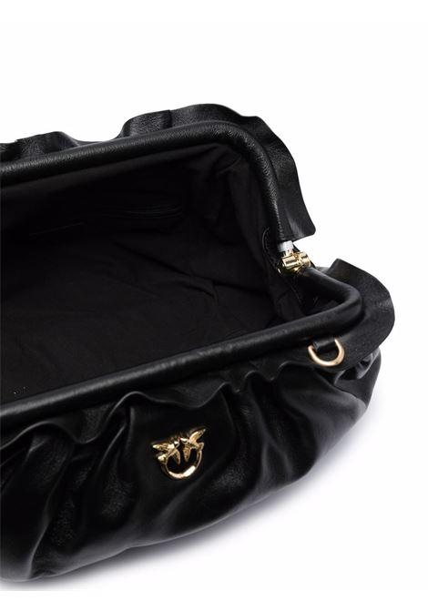 Borsa a spalla in pelle nera con dettaglio arricciato e logo Pinko dorato PINKO | Clutch | 1P22EM-Y7FQZ99