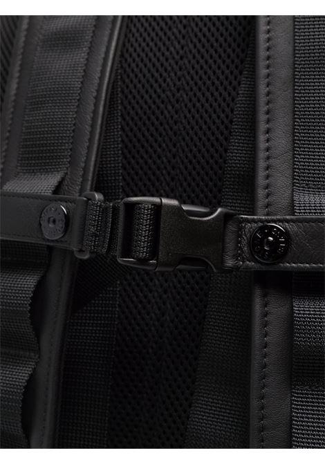 Zaino nero con manico e spallacci regolabili con logo Stone Island STONE ISLAND   Zaini   751591174V0029