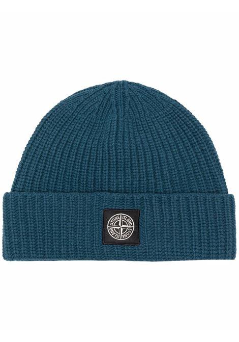 berretto in lana a coste blu pacifico con logo Stone Island STONE ISLAND | Cappelli | 7515N10B5V0023