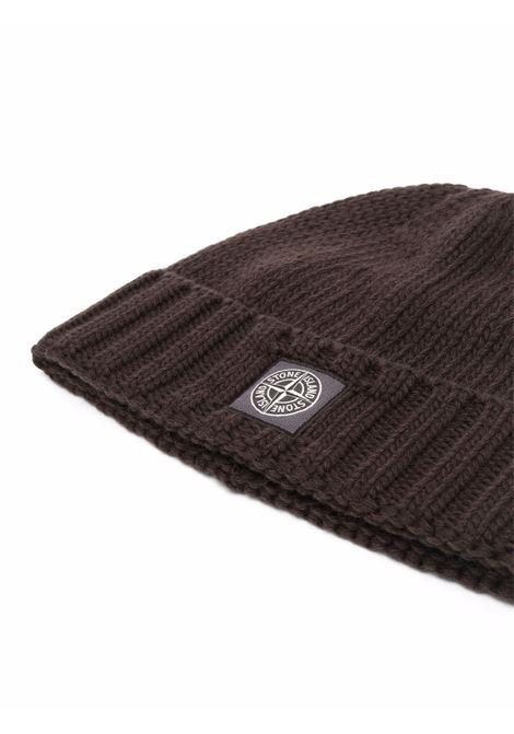 Berretto marrone in lana vergine a coste con logo Stone Island STONE ISLAND | Cappelli | 7515N17D6V0070