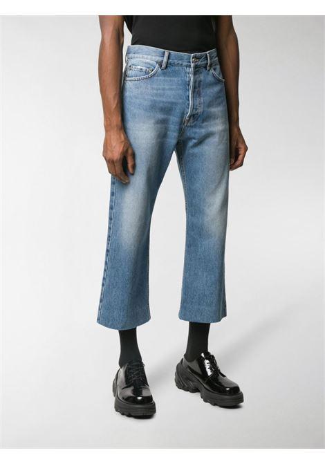 jeans chiaro a gamba larga, taglio corto BALENCIAGA | Pantaloni | 594609-TDW144065
