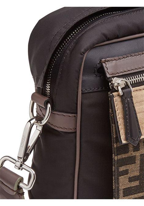 borsa messenger in nylon marrone con pochette asportabile FENDI | Borsa | 7VA487-A7UWF19A5