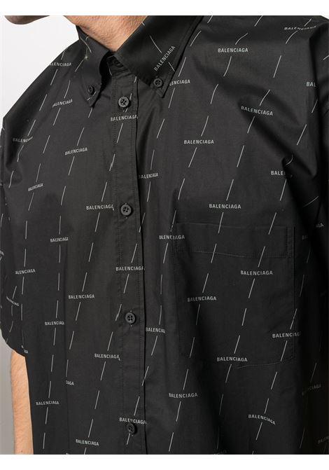Camicia a maniche corte in cotone nero con logo Balenciaga bianco all-over BALENCIAGA | Camicie | 534332-TJLF31269