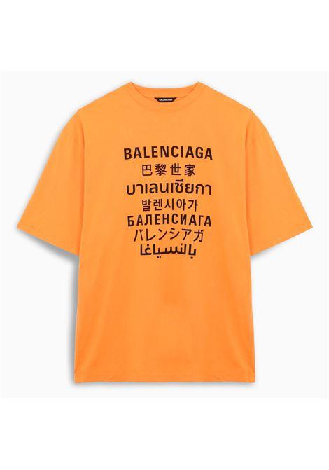 T-shirt girocollo in cotone arancione oversize con logo Balenciaga multilingua nero BALENCIAGA | T-shirt | 641614-TJVI37513