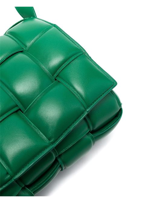 Borsa Padded Cassette in pelle di agnello verde in design Intrecciato imbottito BOTTEGA VENETA | Borse a tracolla | 591970-VCQR13104