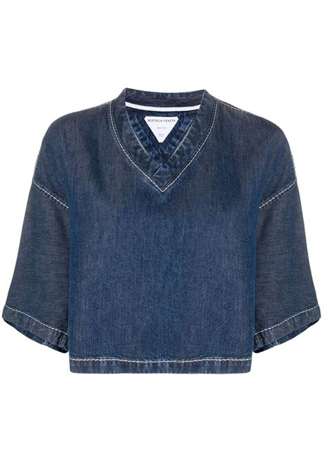 Top corto in denim blu medio con scollo a V in lyocell BOTTEGA VENETA | Camicie | 657734-V0SH04600