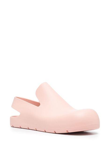 Sabot in gomma rosa Puddle Slinghback con fascia posteriore BOTTEGA VENETA | Scarpe basse | 661269-V00P05475