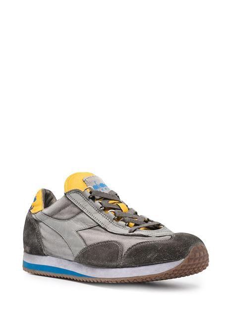 Sneakers Equipe H Dirty Evo in camoscio grigio e bianco con effetto stonewashed DIADORA | Sneakers | 174736-EQUIPE H DIRTY SW EVOC6147