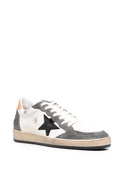 Sneaker basse Ballstar in camoscio e pelle bianca, con dettagli grigi e arancioni GOLDEN GOOSE | Sneakers | GMF00117-F00038680342