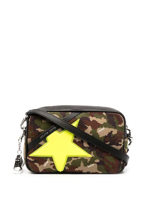 borsa in pelle in stampa camo verde con patch stella giallo fluo GOLDEN GOOSE | Borse a tracolla | GWA00101-A00021980771