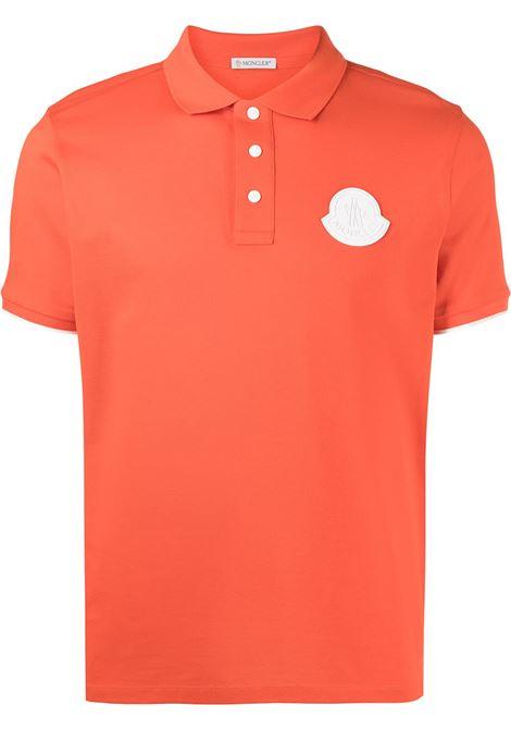 Polo in cotone arancione con logo Moncler in gomma bianca MONCLER | Polo | 8A724-00-84673326