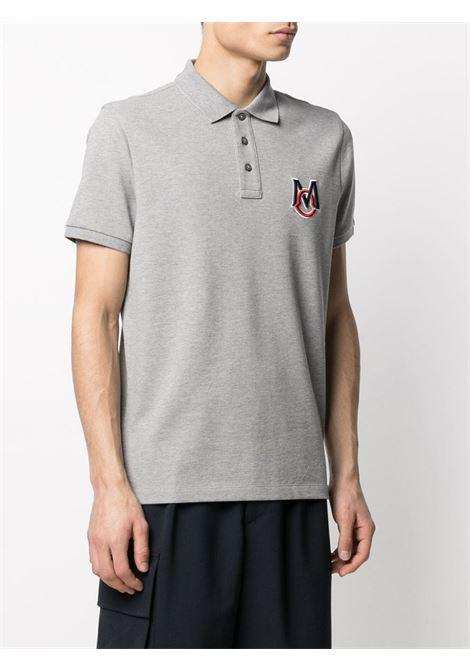 Polo in cotone grigio con logo Moncler ricamato in blu e rosso MONCLER | Polo | 8A729-00-84556984