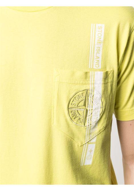 T-shirt gialla in cotone con tasca sul petto con stampa tape bianca STONE ISLAND | T-shirt | 741524675V0051