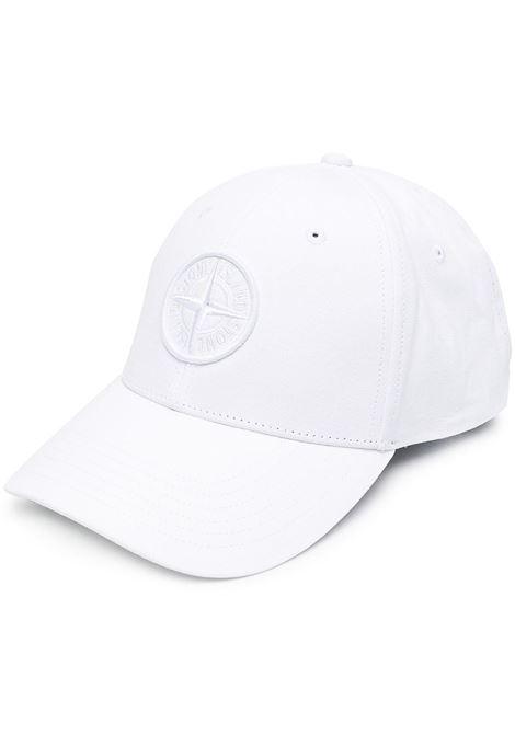 Cappellino con logo Stone Island ricamato in cotone bianco STONE ISLAND | Cappelli | 741599661V0001