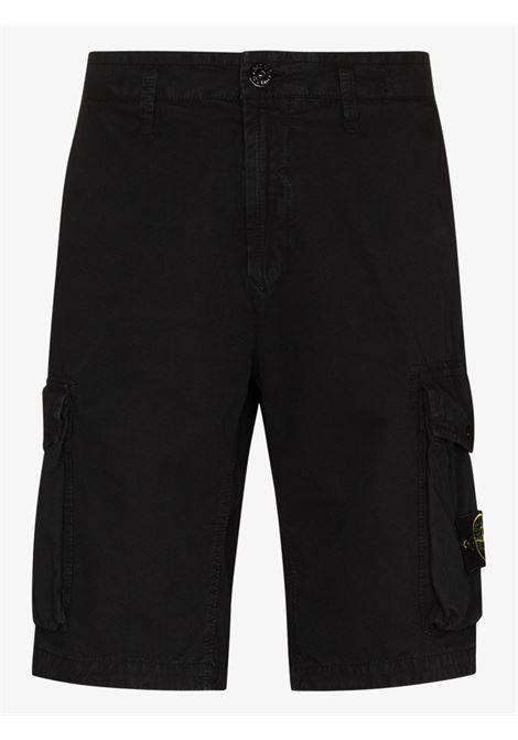 Shorts cargo in cotone nero con due tasche laterali STONE ISLAND | Bermuda | 7415L07WAV0129
