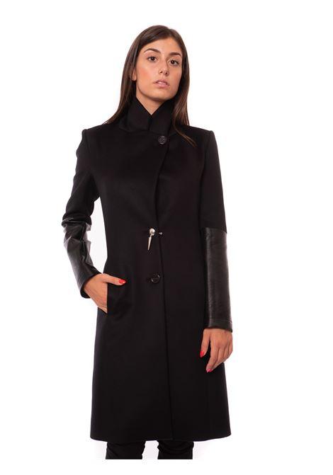 cappotto con inserti in pelle