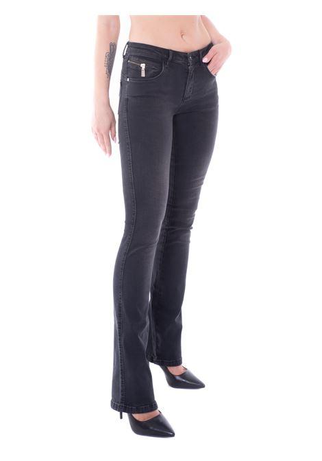 kaos pantalone
