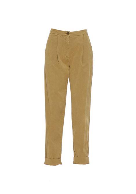 Pantalone lungo con pieghe