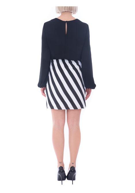 abito corto con stampa righe