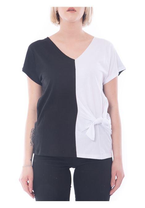 t-shirt con fiocco