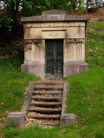 SILK MAUSOLEUM, FRONT VIEW - Stark County, Ohio | FRONT VIEW SILK MAUSOLEUM - Ohio Gravestone Photos