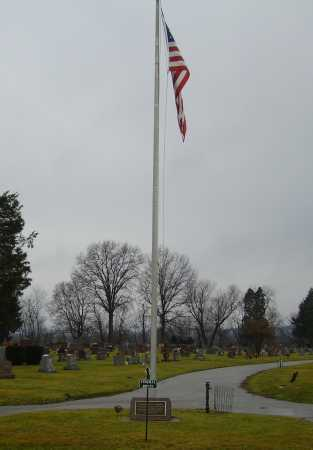 EVERGREEN BURIAL PARK, ENTRANCE - Tuscarawas County, Ohio   ENTRANCE EVERGREEN BURIAL PARK - Ohio Gravestone Photos