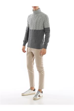 Colour block wool turtleneck