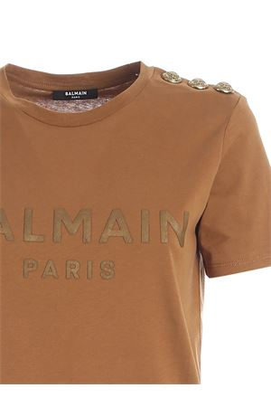 BUTTONS ON THE SHOULDER T-SHIRT IN CAMEL COLOR BALMAIN | 8 | UF01350I5918KJ