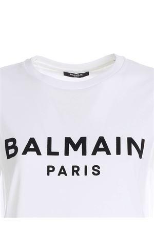 BLACK FLOCK LOGO T-SHIRT IN WHITE BALMAIN | 8 | UF01350I617GAB