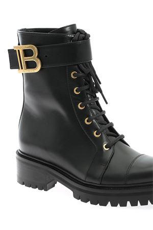 METAL LOGO ANKLE BOOTS IN BLACK BALMAIN | 5032248 | UN0C502LGDB0PA