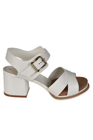 19A white platform sandals TOD