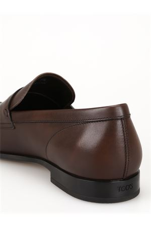 Tapered toe dark brown leather loafers 