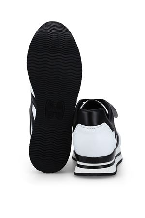 H222 WHITE AND BLACK SNEAKERS HOGAN | 120000001 | HXW2220T548HQK0001