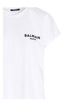 FLOCKED LOGO T-SHIRT IN WHITE BALMAIN | 8 | VF11351B013GAB